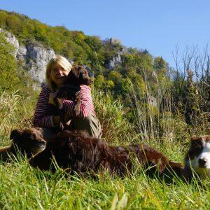 Almuth mit Hunden